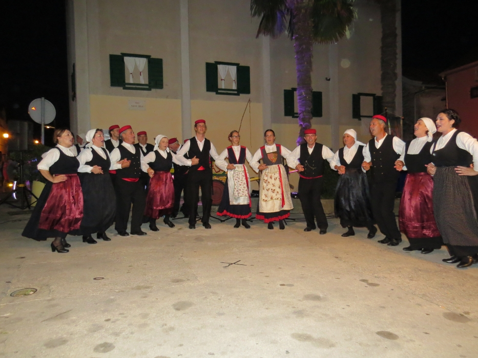 Održala se tradicionalna manifestacija folklora i starih običaja KAKO SU ŽIVILI I RADILI NAŠI STARI