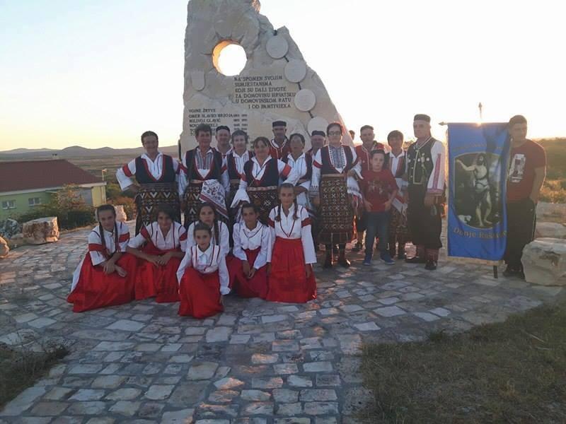 KUD Sv. Ivan Glavosjek gostovao na smotri folklora u Nadinu