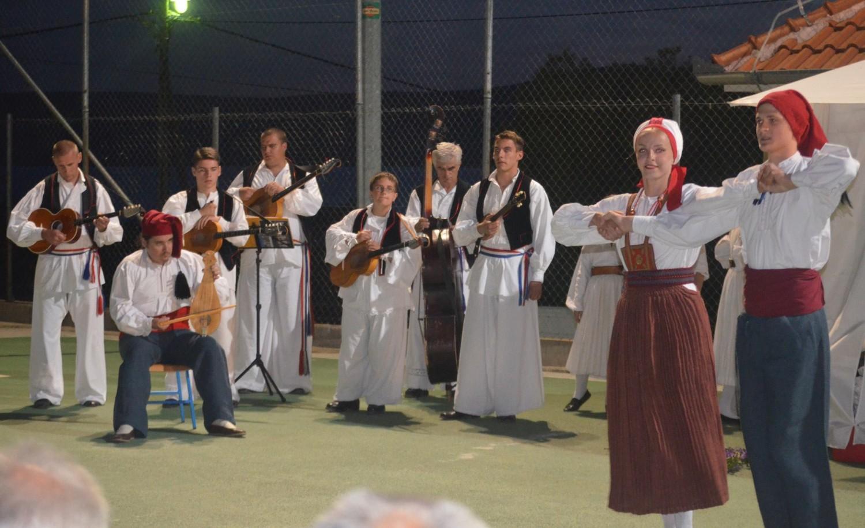 Feštari pjevali i plesali dugo u noć
