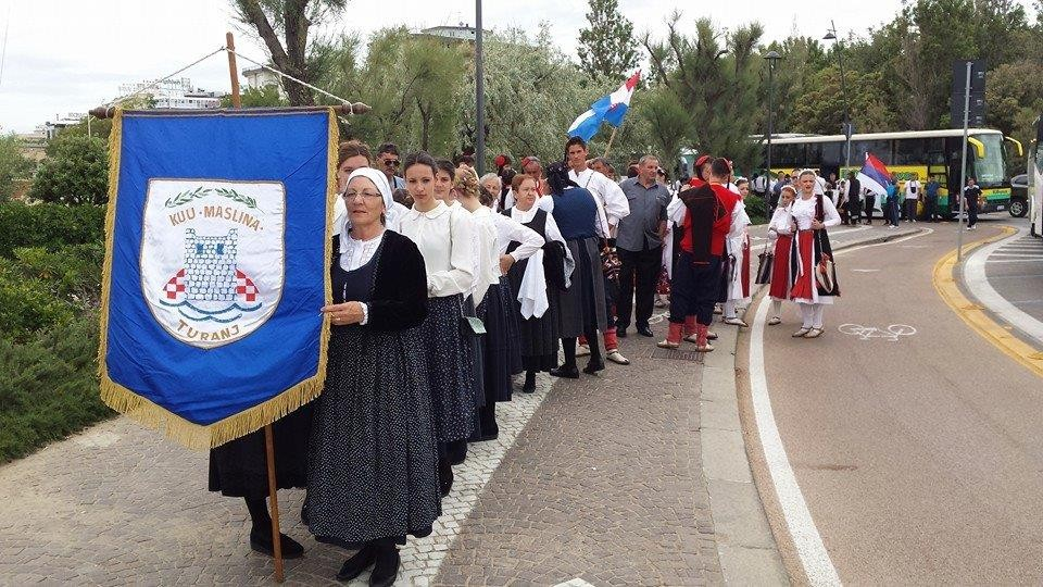 KUU MASLINA Turanj na Festivalu folklora Rimini 2014.