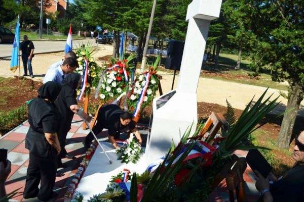 Mještani Sikova podigli spomenik svojim vitezovima