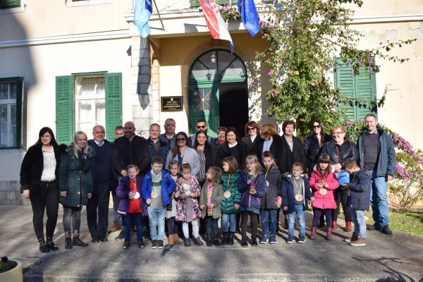 """Potpisani ugovori za izgradnju i opremanje dječjeg vrtića """"Cvitić"""" u Turnju"""